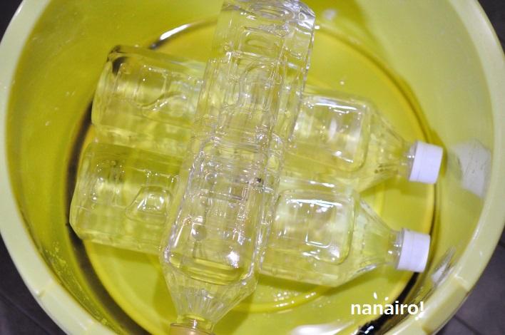 自家製しば漬け、重石はペットボトルで代用します。