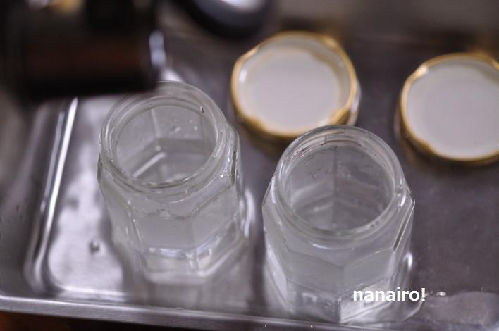 熱湯で消毒したビン