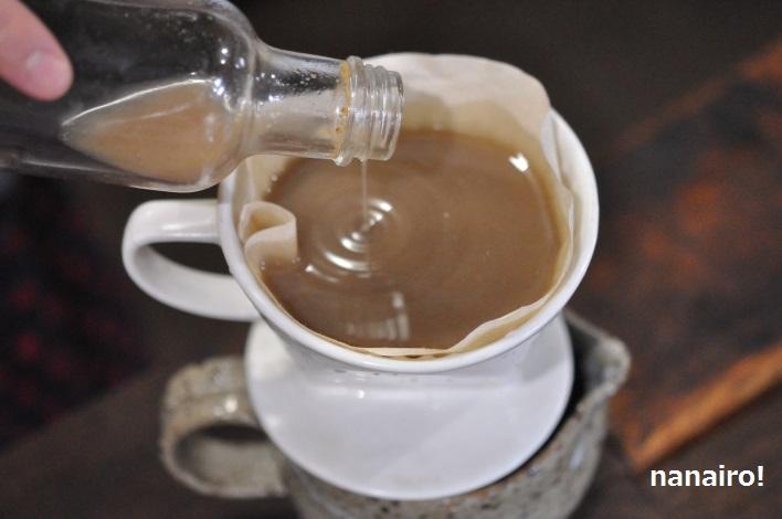 コーヒーフィルターを使って漉します。