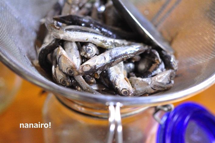 1回目、魚醤を漉します。