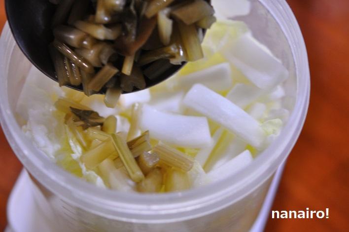 温めた白菜とすんきの種を合わせます。