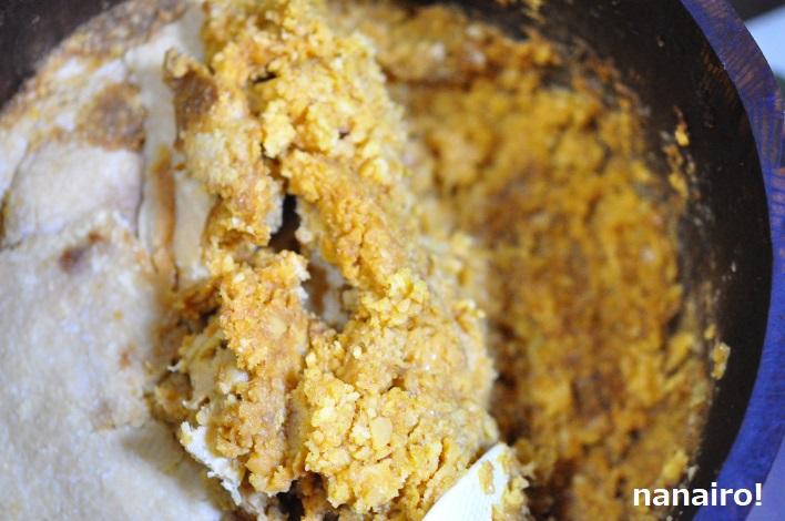 発酵している味噌