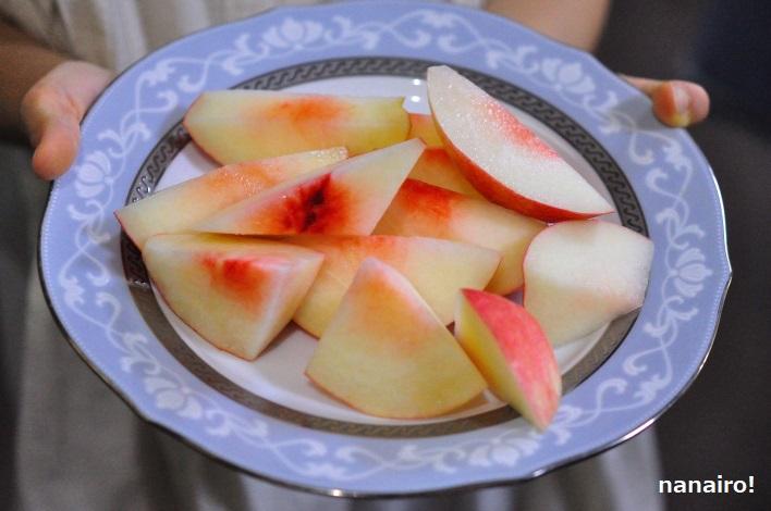 皮ごと食べる桃